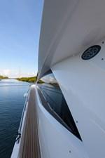 75 Sunseeker 2017-port_passageway-1