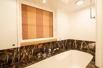 NOSTROMO 20 Interior - Owner's Bath