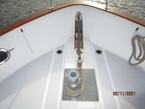 Lioness 6 5_2777975_49_defever_anchor_windlass