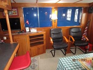 Lioness 33 32_2777975_49_defever_salon_starboard