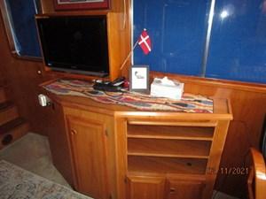 Lioness 34 33_2777975_49_defever_salon_starboard_forward