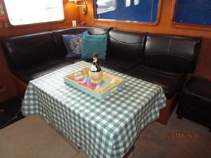 Lioness 35 34_2777975_49_defever_salon_port_seating