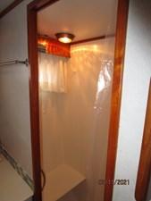 Lioness 49 48_2777975_49_defever_master_stateroom_shower