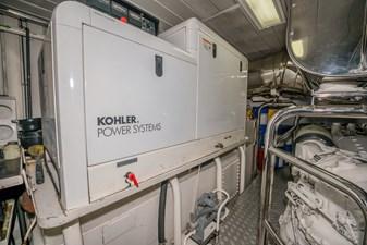 VIVERE 33 Engine Room