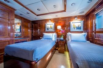 DE-DE 10 guest-cabin-twin