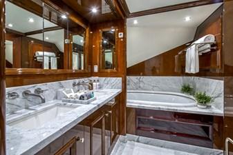 DE-DE 9 master-bathtub
