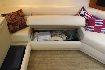 QUALITY TIME 62 Settee stowage