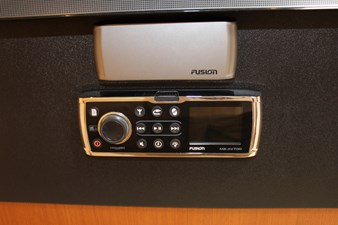 QUALITY TIME 65 Fusion stereo, music throughout the boat