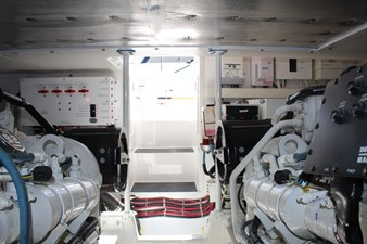 QUALITY TIME 82 Engine room looking aft
