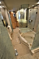 MISS STEPHANIE  23 Master Tub And Shower