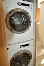 MISS STEPHANIE  28 New Washer and Dryer Guest