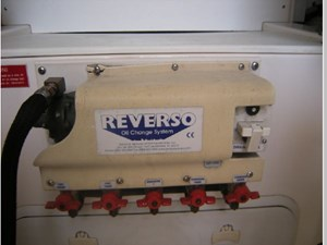 Reverso Oil Changing System