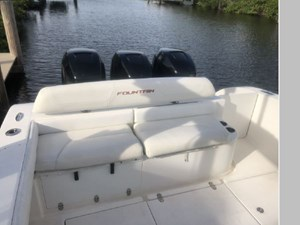 Comfortable Transom Seating