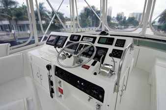 MOJO 11 Flybridge