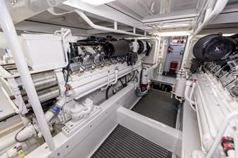 WATASHEE 33 Starboard Engine