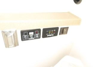 2004 Seaswirl Striper 2901 WA OB 82