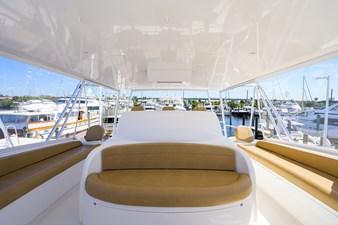 70 Viking 30 Flybridge Seating