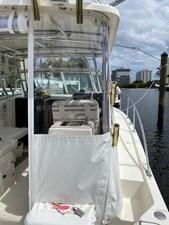 Pursuit 3070 Offshore 11