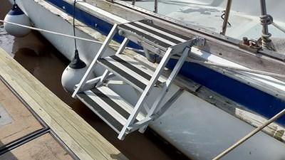 19 Boarding ladder
