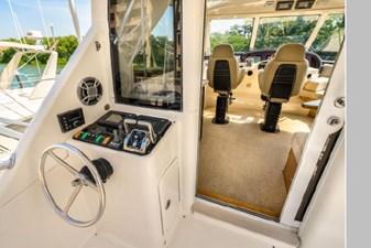 2006 Riviera Enclosed Flybridge 25 26