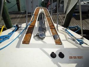 7_2778279_48_hatteras_anchor_windlass