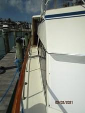 12_2778279_48_hatteras_starboard_side_deck1