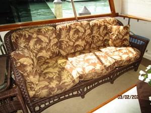 29_2778279_48_hatteras_sundeck_starboard_seating