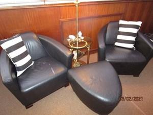 38_2778279_48_hatteras_salon_starboard_seating