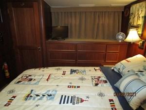 46_2778279_48_hatteras_master_stateroom_starboard