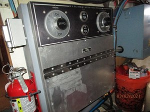 63_2778279_48_hatteras_engine_room_starboard_electrical_panel