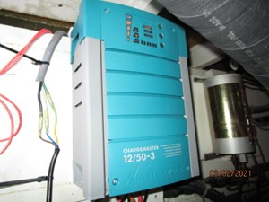 66_2778279_48_hatteras_battery_charger