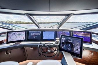 PILOTHOUSE / HELM