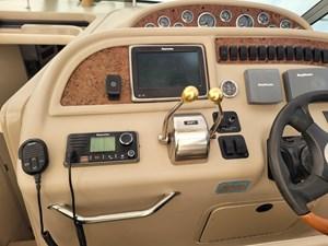 310 Sundancer Raymarine MFD & VHF