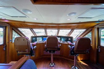 AMAZING GRACE 35 Enclosed Flybridge