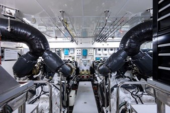 AMAZING GRACE 48 Engine Room