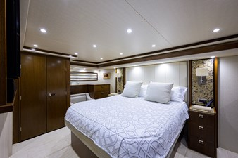 76_viking_six_pack_master_stateroom_4