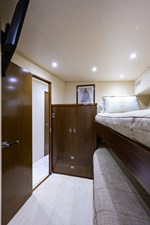 76_viking_six_pack_starboard_guest_stateroom_5