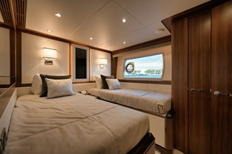 starboard fwd cabin