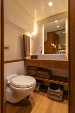Lo Rider 17 Bathroom 2