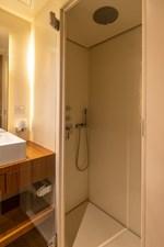 Lo Rider 18 Bathroom