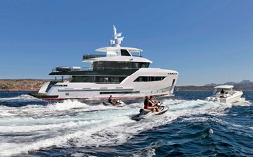 B100 Bering expedition yacht