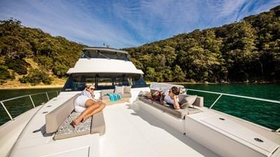 Riviera-72-Sports-Motor-Yacht-Foredeck-02