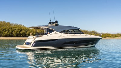 Riviera-5400-Sport-Yacht-Platinum-Edition-Anchored-03