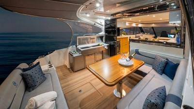 Riviera-5400-Sport-Yacht-Platinum-Edition-Cockpit-01