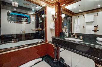 AQUARIUM  18 Guest Bath
