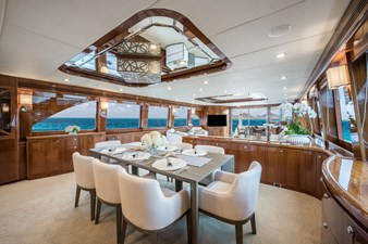 2010 Hargrave 101 Motor Yacht - Limitless - Dinette