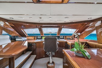 Limitless 15 2010 Hargrave 101 Motor Yacht - Limitless - Pilothouse