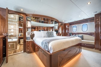 Limitless 18 2010 Hargrave 101 Motor Yacht - Limitless - Master Stateroom