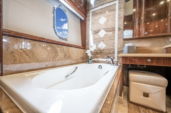 Limitless 21 2010 Hargrave 101 Motor Yacht - Limitless - Master Stateroom Head