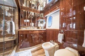 Limitless 24 2010 Hargrave 101 Motor Yacht - Limitless - Master Stateroom Head